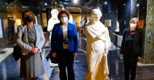 Read more about the article Delegacioni nga Greqia për vizitë në Muzeun arkeologjik dhe në Kurshumli an