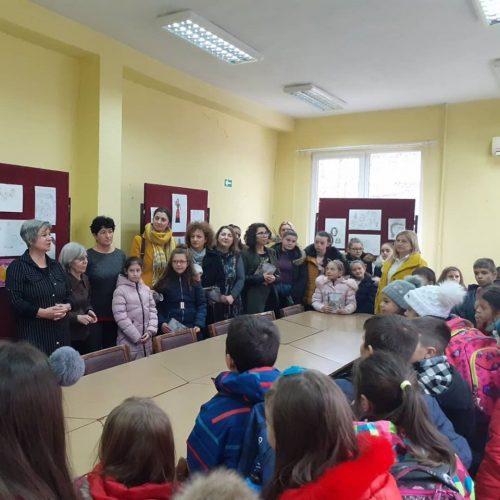 """Read more about the article Отворање на изложба во Библиотека ,,Искра"""" во Кочани"""