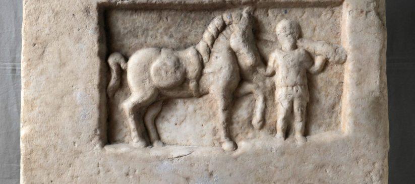 Надгробна плоча, II век
