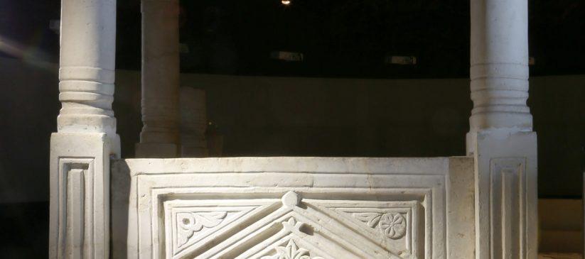 Дел од ограда за олтарен простор во ранохристијанска црква - базилика, V/VI век