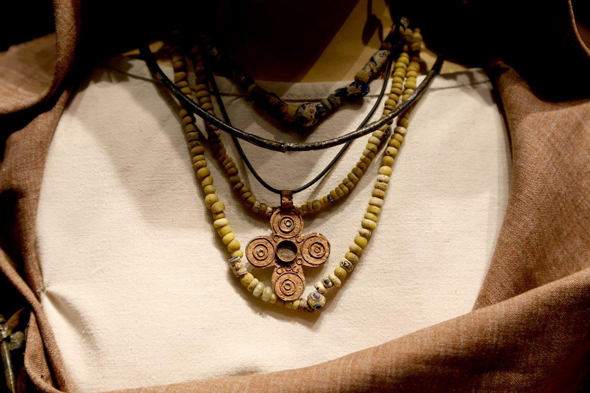 Дел од украс за жена, ран среден век, VII/VIII век